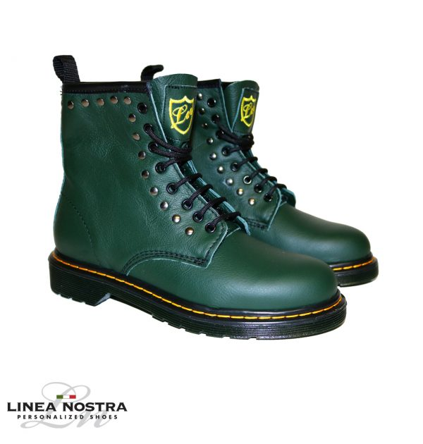Modello Dottor Martens verde